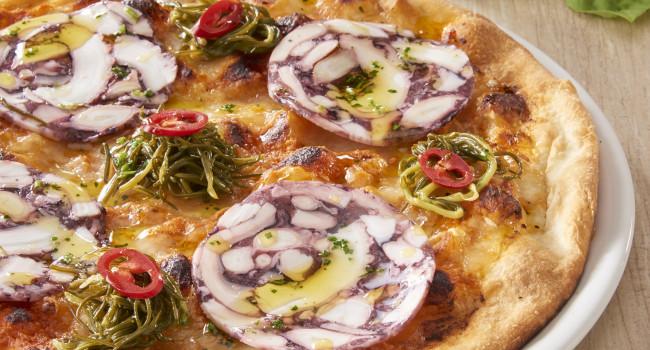 PIZZA WITH RED PESTO, OCTOPUS CARPACCIO, ÈAGRETTI AND CHILI