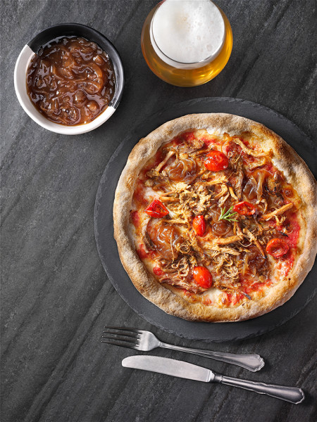 PIZZA PULLED PORK E CIPOLLA CARAMELLATA
