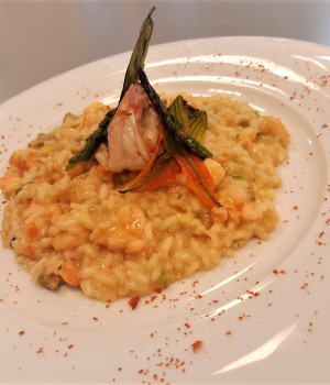Risotto with prawns, bisque, asparagus and zucchini flowers