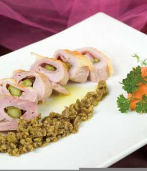 Rollè di maiale con asparagi