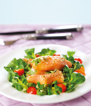 Roulade of smoked salmon with sesame and rocket