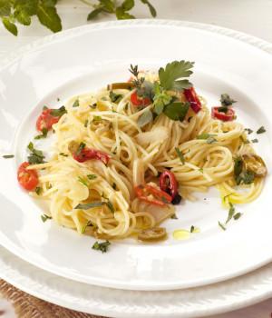 Spaghetti with garlic, olive oil and chili pepper