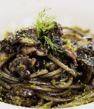 Spaghetti mit Tintenfisch-Tinte