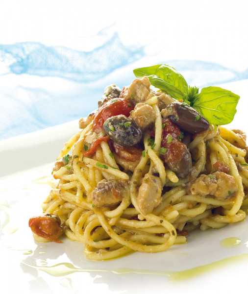 Spaghetti with swordfish and datterini tomatoes