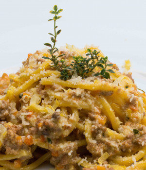 Spaghetti alla chitarra with éRagùbianco, Citrus Fruit Pesto and Lemon Thyme