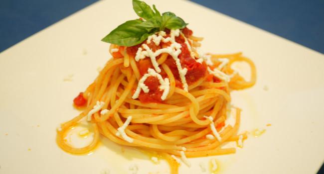 Spaghetti with Pomodorina sauce, ricotta and basil