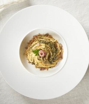 Spaghetti mit Stängelkohl und Sardellenbrot