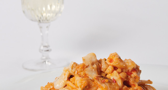 SPAGHETTI WITH GROUPER AND RED PEPPER SAUCE
