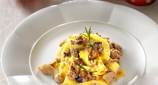 Taglaitelle with white ragù and mushrooms