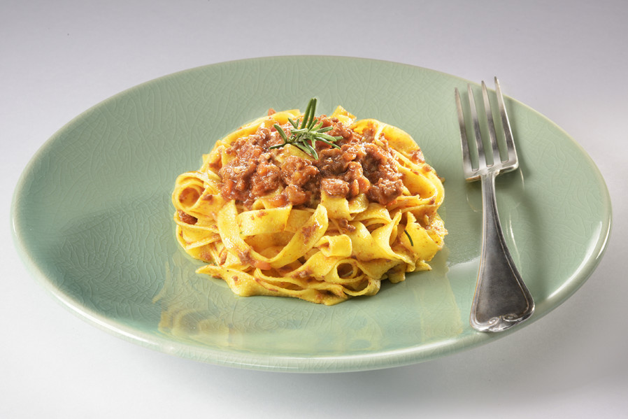 TAGLIATELLE WITH BOLOGNESE RAGOUT