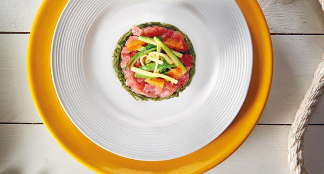 Tartare di tonno con salicornia e zucchine marinate all'arancia