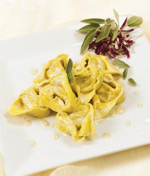 Tortelloni ricotta e spinaci con crema di salvia