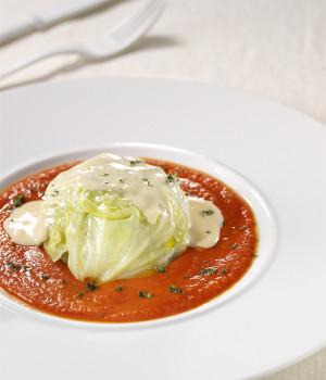 Tortino di carne alla verza in salsa pomodorina