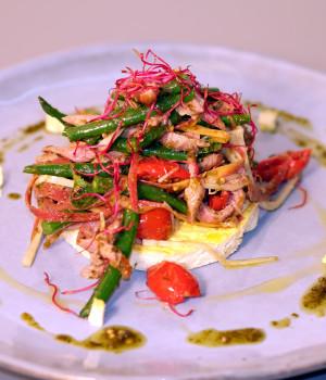 Tortino di ricotta con insalata tiepida d'anatra, fagiolini, dorati  e pesto di senape