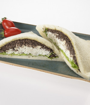 SANDWICHES WITH OLIVE AND CHEESE CREAM