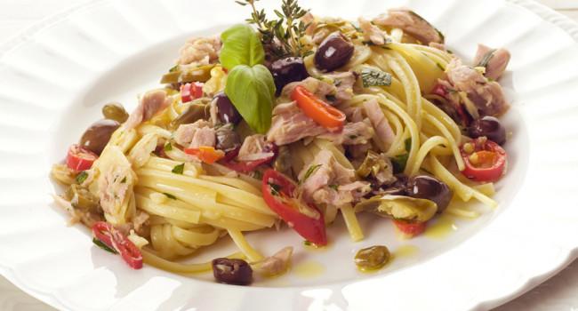 Linguine with Spicy Tuna, Capers and olives