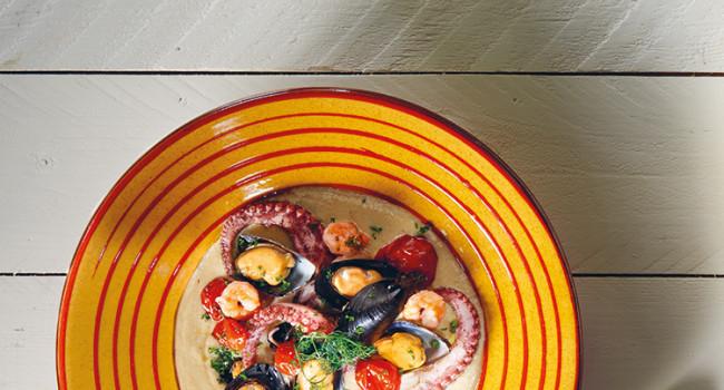 Trittico di pesce su vellutata di hummus